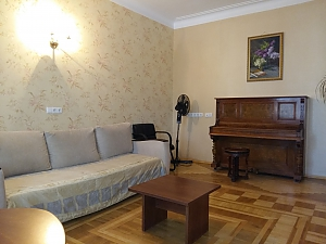 Apartment near Druzhby Narodiv metro station, Two Bedroom, 004