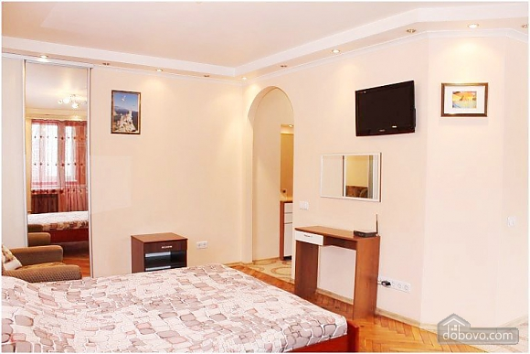 Квартира поряд з метро, 1-кімнатна (70437), 002