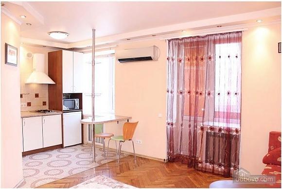 Квартира поряд з метро, 1-кімнатна (70437), 003