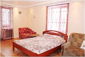 Квартира поряд з метро, 1-кімнатна, 001