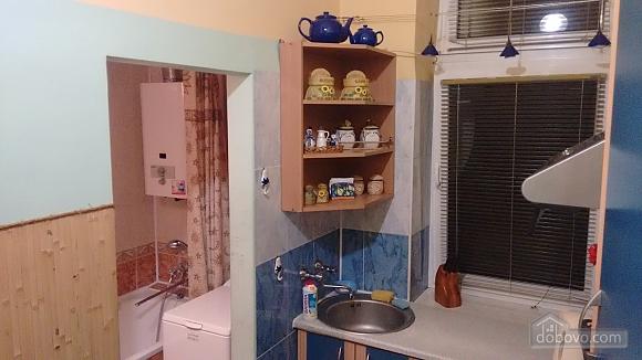 Апартаменты рядом с центром, 2х-комнатная (69136), 007