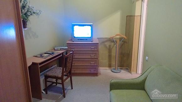 Апартаменты рядом с центром, 2х-комнатная (69136), 013