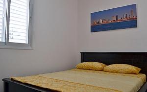 Apartment with the garden, Un chambre, 001