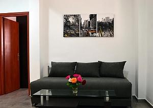 Apartment with the garden, Un chambre, 002