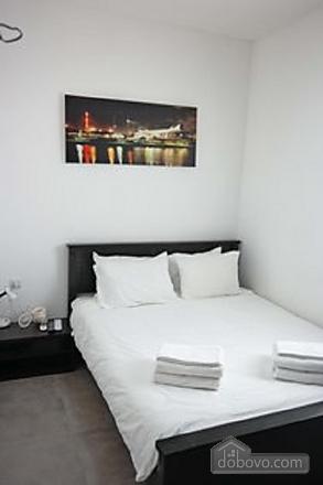 Апартаменты с частным двориком, 2х-комнатная (60241), 001