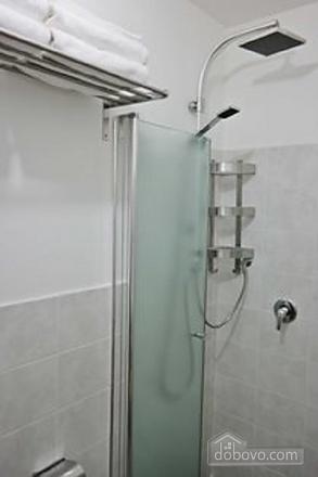 Апартаменты с частным двориком, 2х-комнатная (60241), 002
