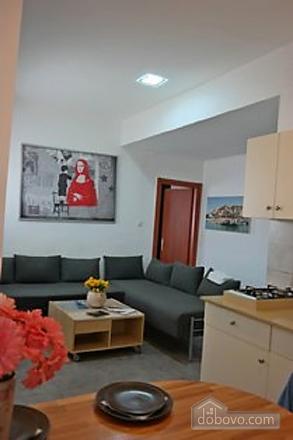Апартаменты с частным двориком, 2х-комнатная (60241), 003