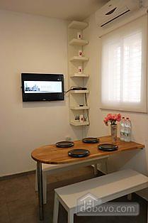 Апартаменты с частным двориком, 2х-комнатная (60241), 005
