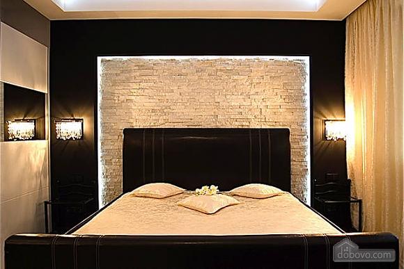 Люксовые апартаменты в центре города, 2х-комнатная (17520), 001