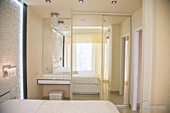 Люксовые апартаменты в центре города, 2х-комнатная (17520), 014