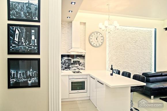 Люксовые апартаменты в центре города, 2х-комнатная (17520), 017