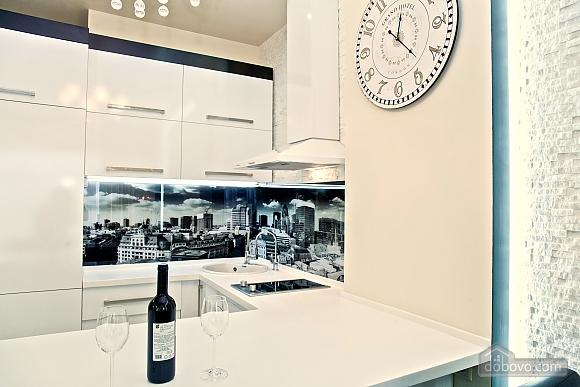Люксовые апартаменты в центре города, 2х-комнатная (17520), 018