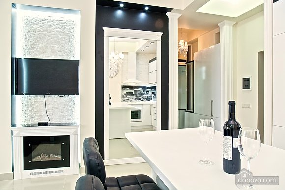 Люксовые апартаменты в центре города, 2х-комнатная (17520), 019