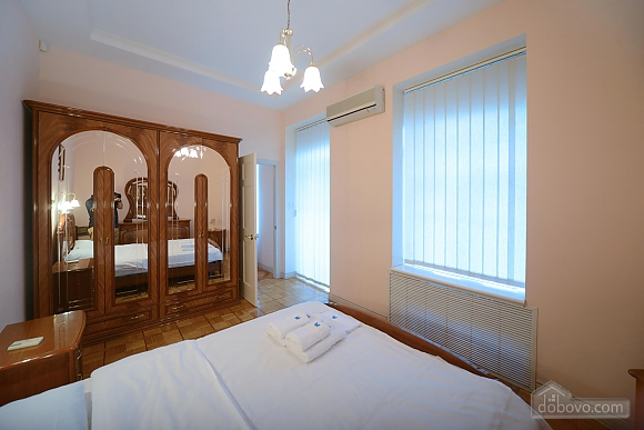 Two bedroom classical style apartment in the historic house in the center of Kiev, Due Camere (72106), 003