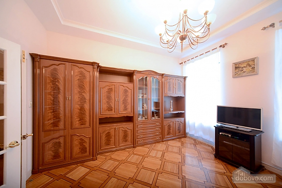 Two bedroom classical style apartment in the historic house in the center of Kiev, Due Camere (72106), 005