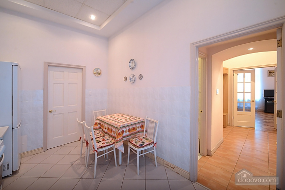 Two bedroom classical style apartment in the historic house in the center of Kiev, Dreizimmerwohnung (72106), 011