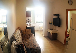 Apartment near the sea, Un chambre, 004