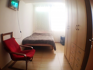 Apartment near the sea, Un chambre, 001