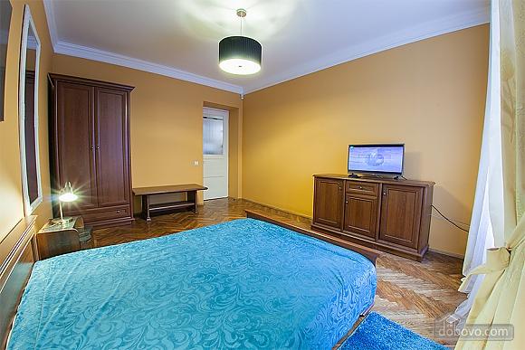 Стильна квартира з ізольованими кімнатами, 3-кімнатна (22691), 003
