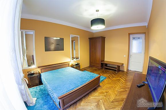 Стильна квартира з ізольованими кімнатами, 3-кімнатна (22691), 002