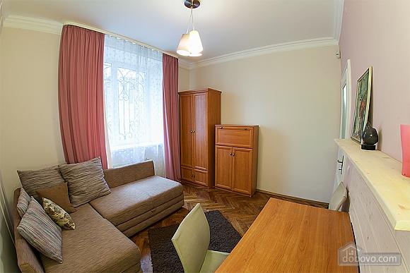 Стильна квартира з ізольованими кімнатами, 3-кімнатна (22691), 005
