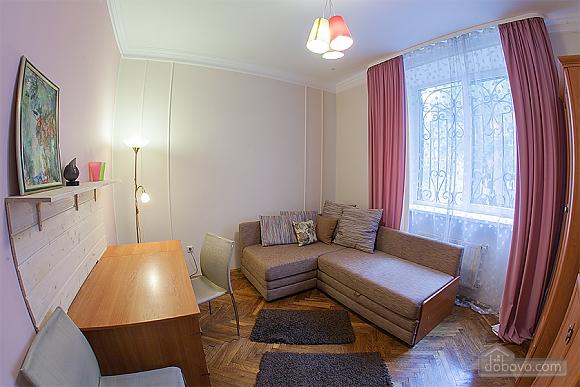 Стильна квартира з ізольованими кімнатами, 3-кімнатна (22691), 006