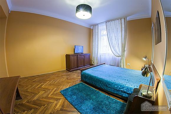 Стильна квартира з ізольованими кімнатами, 3-кімнатна (22691), 004