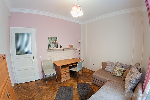Стильна квартира з ізольованими кімнатами, 3-кімнатна (22691), 007