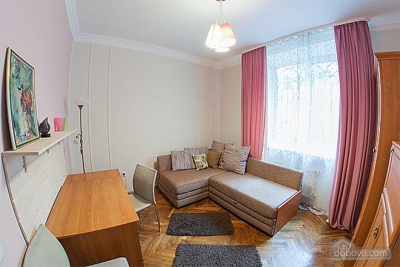 Стильна квартира з ізольованими кімнатами, 3-кімнатна (22691), 008