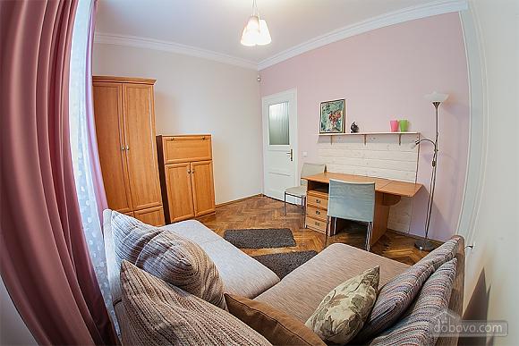 Стильна квартира з ізольованими кімнатами, 3-кімнатна (22691), 009