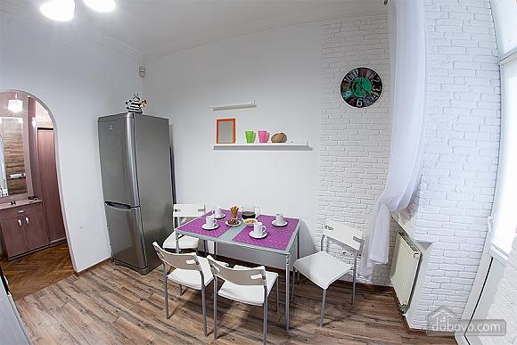 Стильна квартира з ізольованими кімнатами, 3-кімнатна (22691), 011