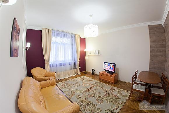 Стильна квартира з ізольованими кімнатами, 3-кімнатна (22691), 012