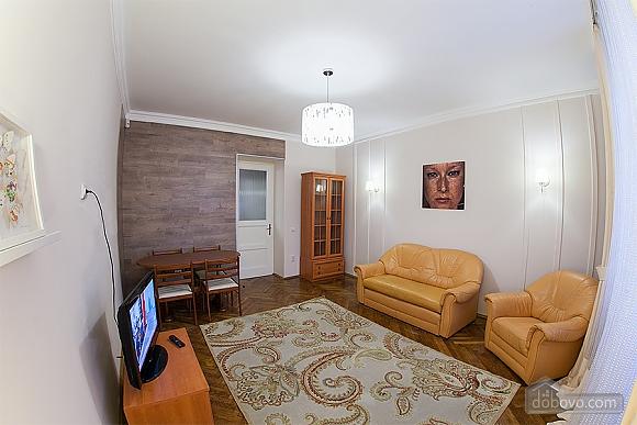 Стильна квартира з ізольованими кімнатами, 3-кімнатна (22691), 013