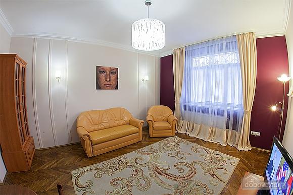 Стильна квартира з ізольованими кімнатами, 3-кімнатна (22691), 014
