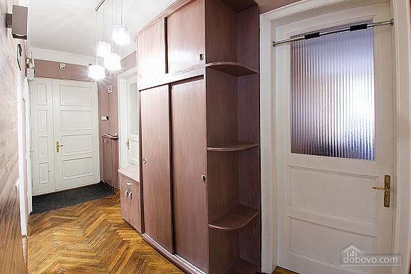 Стильна квартира з ізольованими кімнатами, 3-кімнатна (22691), 015