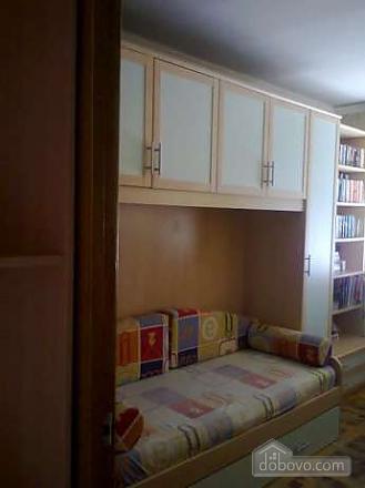 Квартира в районі ТРЦ Україна, 3-кімнатна (93960), 001