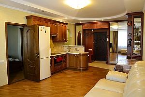 Люкс с видом на центр, 2х-комнатная, 002