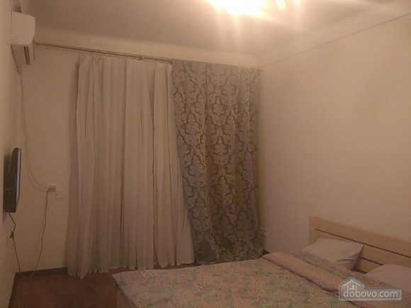 Квартира біля метро Дружби Народів, 1-кімнатна (37657), 001