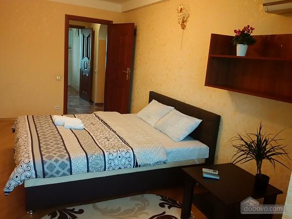 Апартаменты возле метро Левобережная, 2х-комнатная (49621), 003