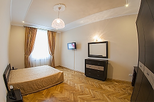 VIP-apartments in 7 minutes from Rynok square, One Bedroom, 002