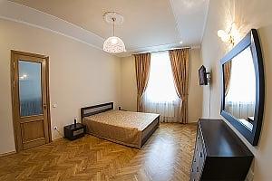 VIP-апартаменти в 7 хвилинах від площі Ринок, 2-кімнатна, 001