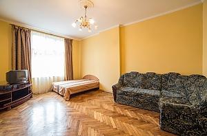 Апартаменти в центрі міста, 3-кімнатна, 001
