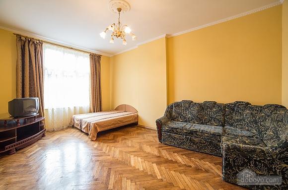 Простора квартира в центрі, 3-кімнатна (59997), 002