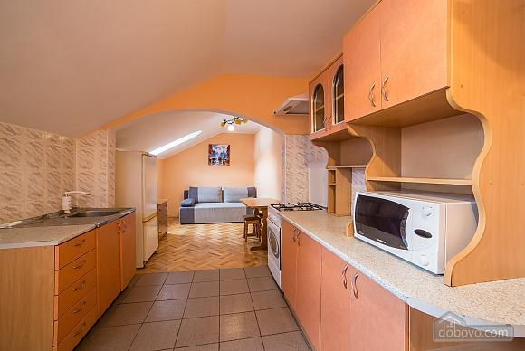 Простора квартира в центрі, 3-кімнатна (59997), 006