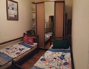 City Center hostel - a bed in a double room, Dreizimmerwohnung, 001