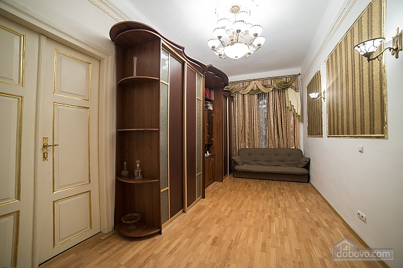 Apartment in classical style in the center of the city, One Bedroom (89127), 002