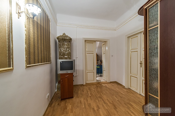 Apartment in classical style in the center of the city, One Bedroom (89127), 003