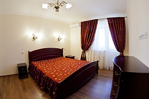 Cosy apartment with view on Dnipro river and Holosiivskyi wood, Two Bedroom, 001