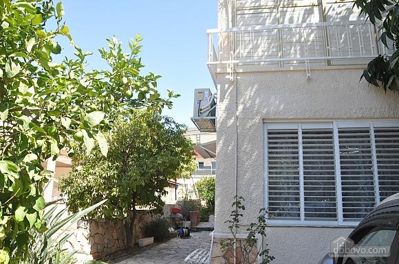 Уютная квартира в Тель-Авиве возле Ассуты, 2х-комнатная (22018), 022