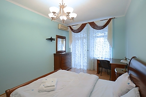 Cozy spacious and comfortable apartment in the center of Kiev, One Bedroom, 003